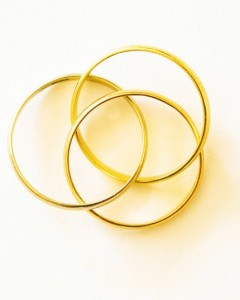 Three rings representing a polyamorous relationship.